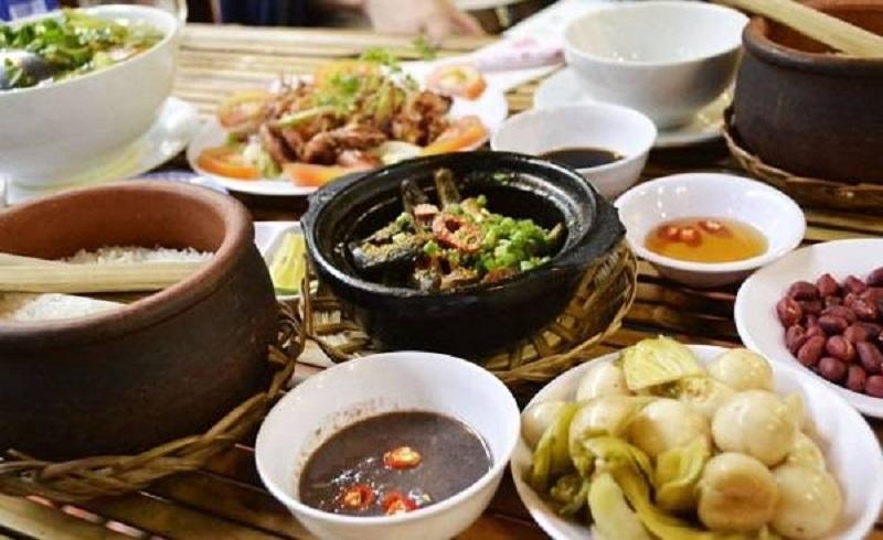 cơm niêu và các món ăn kèm