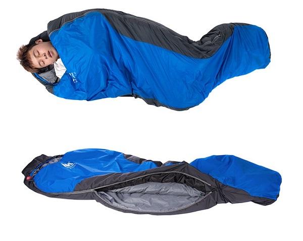 Người đàn ông đang nằm ngủ thoải mái trong túi ngủ Naturehike Ml150