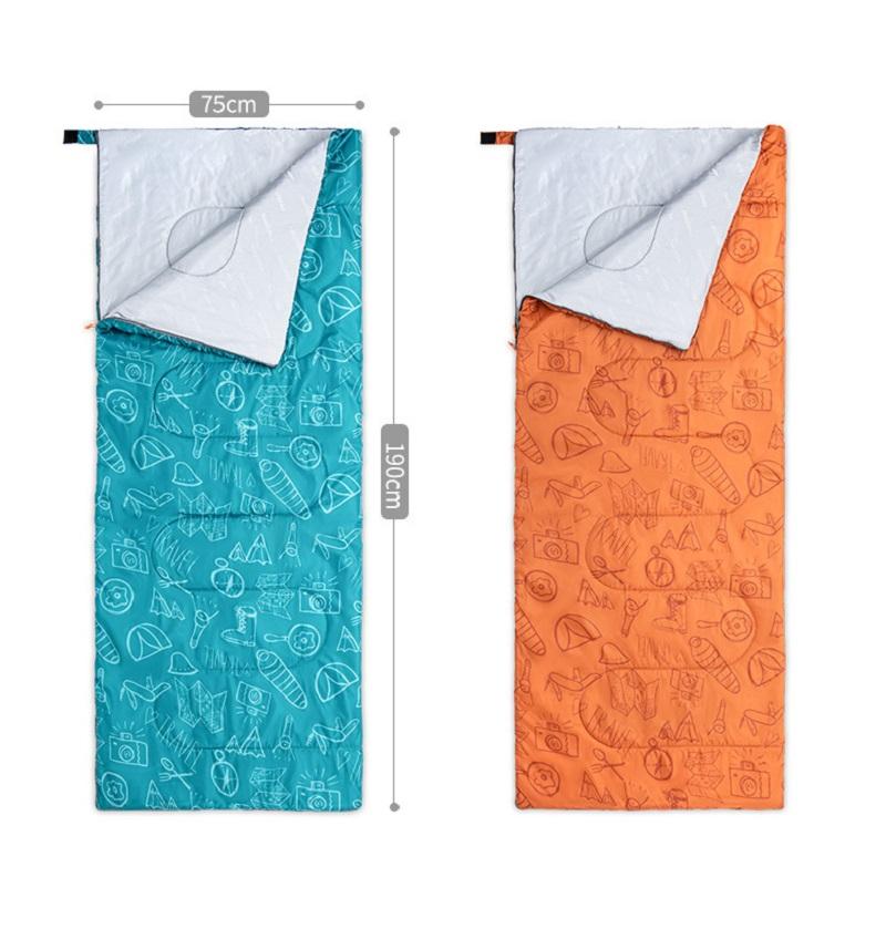 Túi ngủ có hai màu xanh và cam
